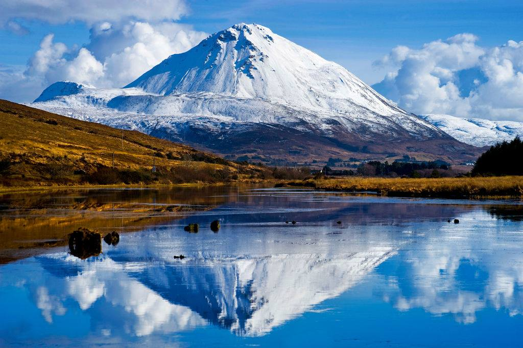 Image of 愛爾蘭旅遊景點多尼哥郡埃里格爾山 Mount Errigal County Donegal Ireland Mount Errigal in snow