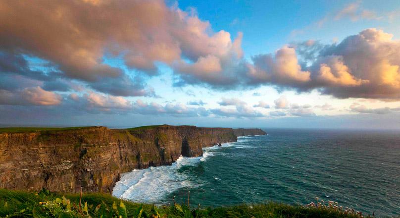 愛爾蘭旅遊景點克萊爾郡莫赫懸崖 Cliffs of Moher County Clare Ireland