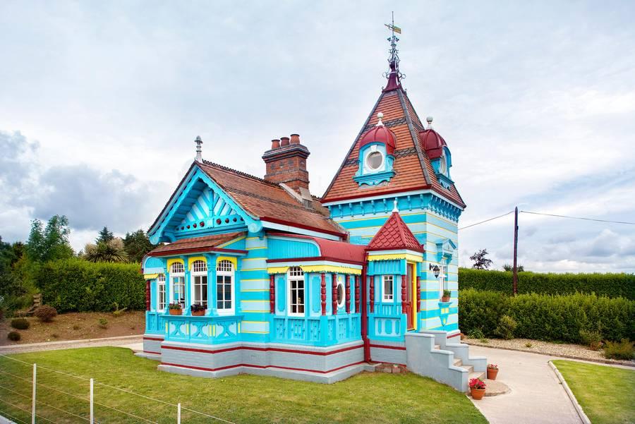 愛爾蘭旅遊景點韋克斯福德郡童話小屋民宿 The Doll's House Rathaspeck Manor County Wexford Ireland