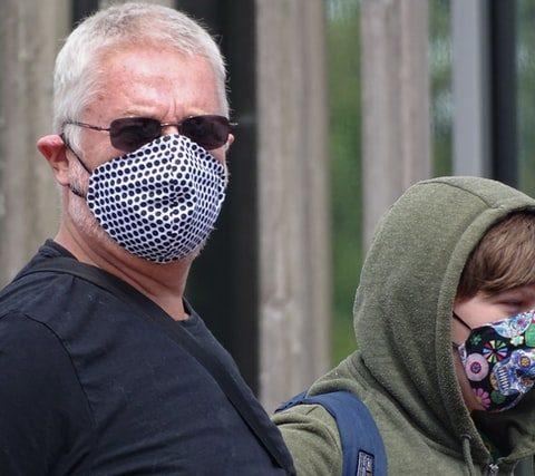 2 people wearing masks